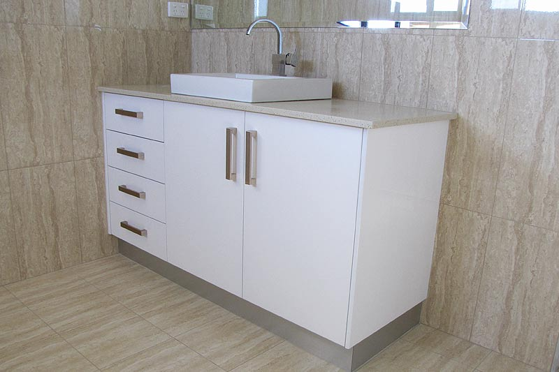 Customised ensuite vanity, Darwin